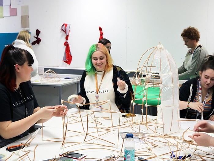 Students build their lanterns