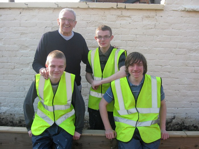 Bob Lindsay (back left) with student volunteers